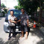 Foto Penyerahan Unit 2 Sales Marketing Mobil Dealer Daihatsu Gresik Dhani Astra