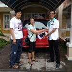 Foto Penyerahan Unit 2 Sales Marketing Mobil Dealer Daihatsu Imam