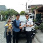 Foto Penyerahan Unit 3 Sales Daihatsu Marketing Daihatsu Surabaya Eryk