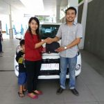 Foto Penyerahan Unit 3 Sales Marketing Mobil Dealer Daihatsu Gresik Dhani Astra