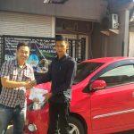 Foto Penyerahan Unit 6 Sales Marketing Mobil Dealer Daihatsu Surabaya Stefanus