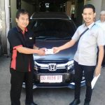 Foto Penyerahan Unit 4 Sales Marketing Mobil Dealer Honda Makassar Ukhy
