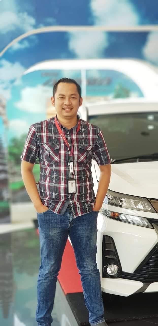 Sales Marketing Mobil Dealer Toyota Mujib